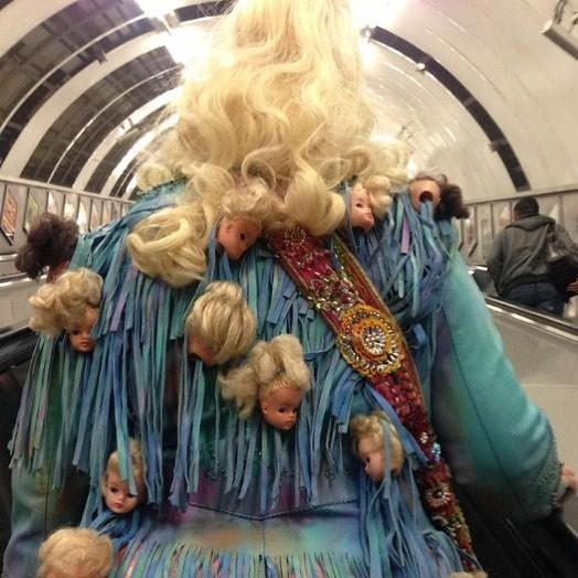 Запоминающийся наряд  люди, метро, мир, подземка, прикол, фото, фрик, юмор