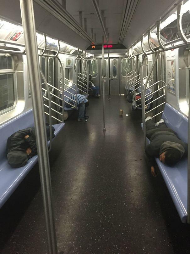 Сонное царство  люди, метро, мир, подземка, прикол, фото, фрик, юмор