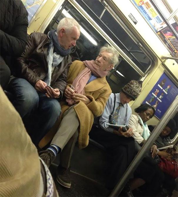 Гэндальф? люди, метро, мир, подземка, прикол, фото, фрик, юмор