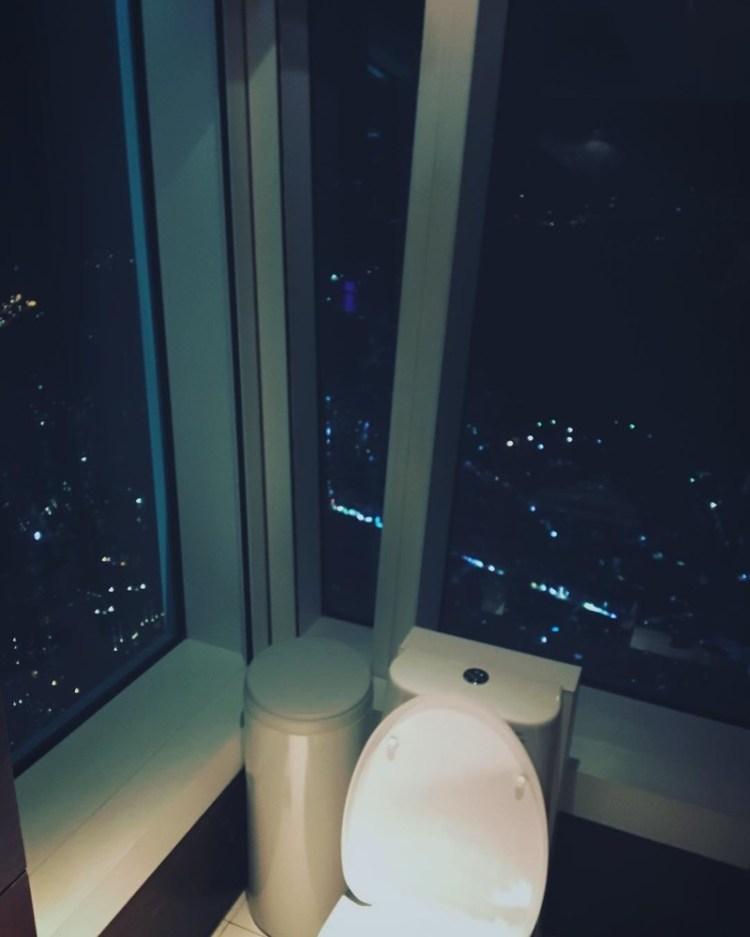 """А на таком унитазе можно смотреть на настоящие звезды и справлять свои дела """"всем на голову"""" дизайн, прикол, санузел, туалет, унитаз"""
