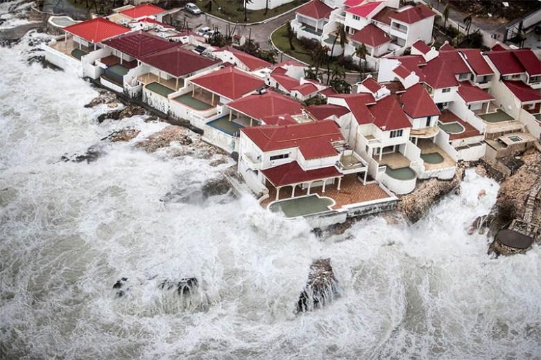Шторм, поднятый ураганом, заливает побережье острова Сен-Мартен Центральная Америка, ирма, катастрофа, разрушения, стихийное бедствие, стихия, ураган, флорида