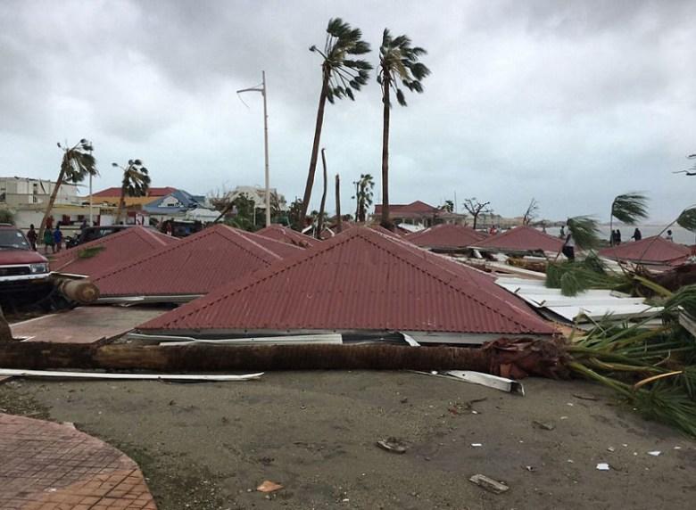 Крыши, сорванные с домов на острове Сен-Мартен Центральная Америка, ирма, катастрофа, разрушения, стихийное бедствие, стихия, ураган, флорида