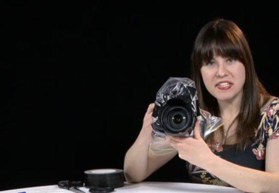 12. Сделайте защитный чехол от дождя из обычного пакета идеи, интересно, камера, полезно, советы, трюки, фото, фотоаппарат