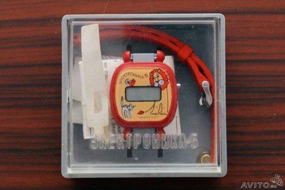Мои первые наручные часы я получил в 1990м, на свое 10-летие. Выглядели они вот так, только синего цвета и без рисунка: СССР, история, сделай сам