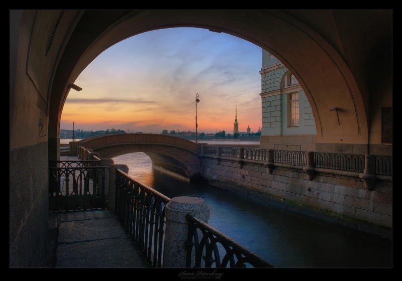 Взгляд на город через арки арка, архитектура, город, городское пространство, двор, дома, эстетика
