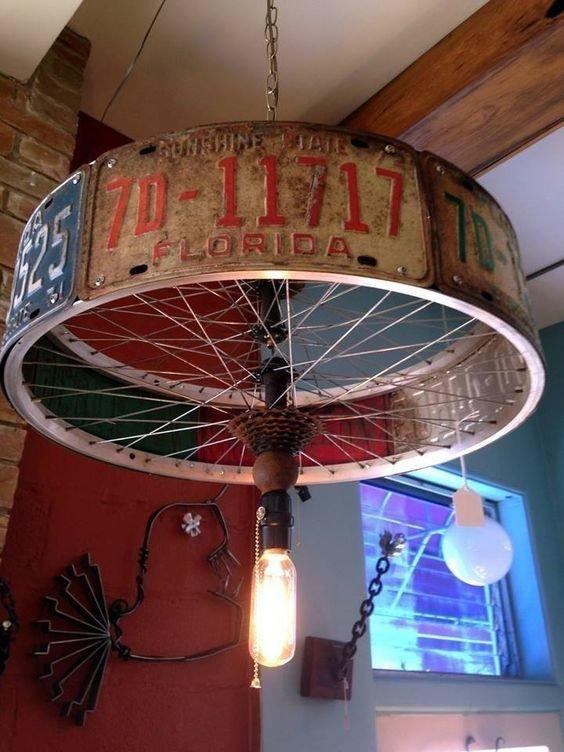 1. Из колеса можно сделать креативную лампу велосипед, интересно, колесо, очумелые ручки, своими руками, фото