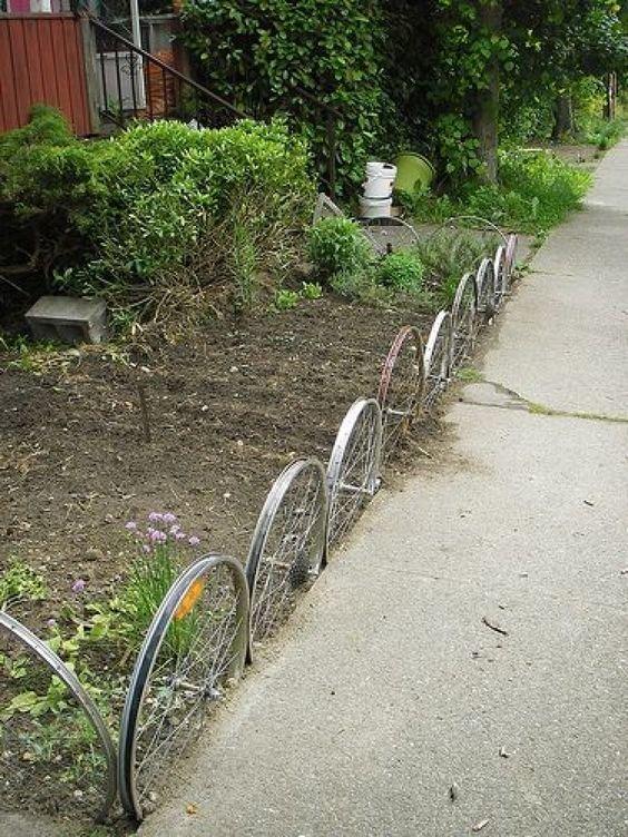 18. Забор из колес велосипед, интересно, колесо, очумелые ручки, своими руками, фото