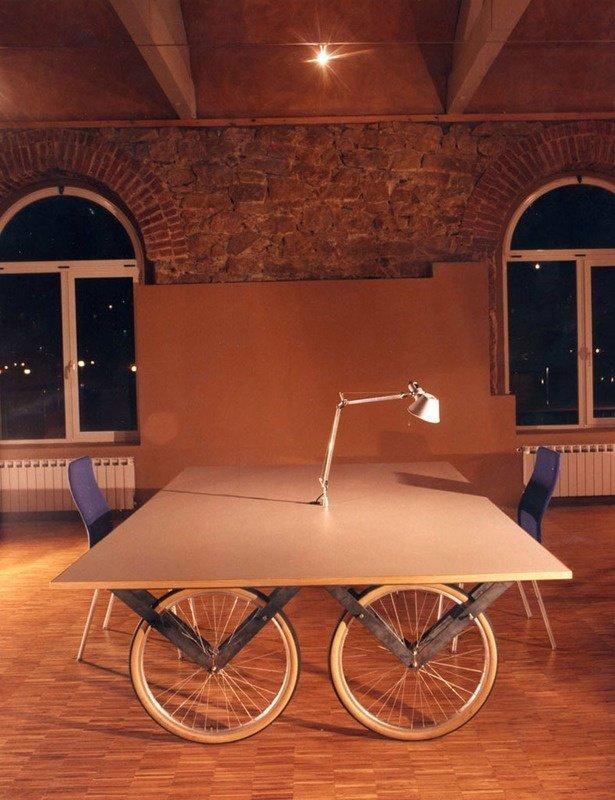 4. Колеса легко превращаются в ножки для дизайнерского стола велосипед, интересно, колесо, очумелые ручки, своими руками, фото