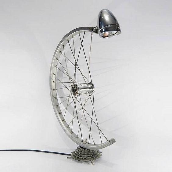 9. Еще один вариант лампы велосипед, интересно, колесо, очумелые ручки, своими руками, фото