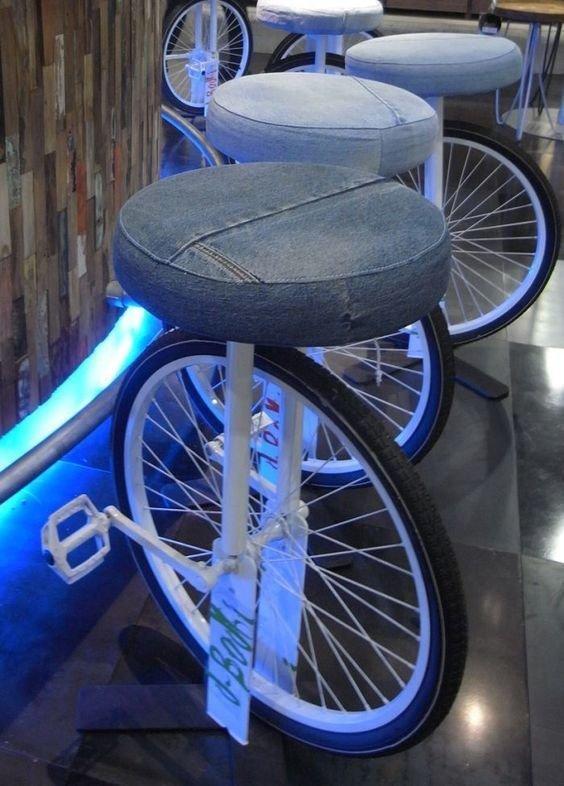 10. С помощью колеса можно сделать оригинальные стулья в кафе велосипед, интересно, колесо, очумелые ручки, своими руками, фото
