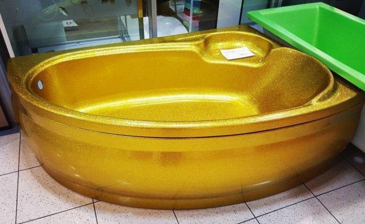 Если менять сантехнику, то на золотую. Производители учитывают запросы покупателей блеск и нищета, гламур-тужур, красивая жизнь, лухари