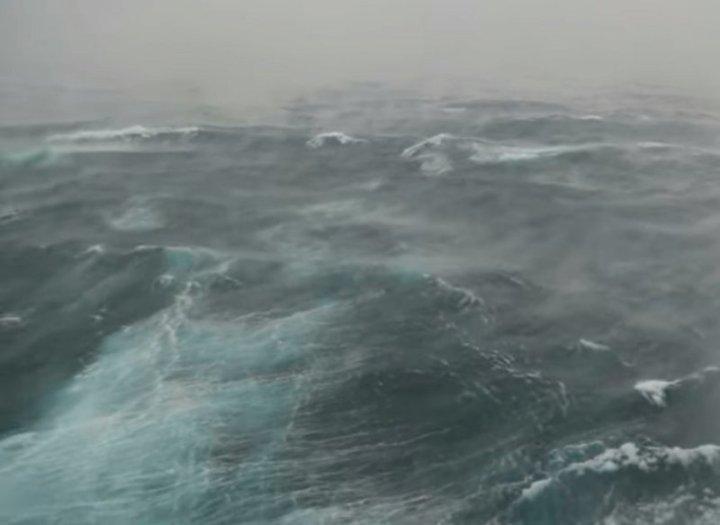 К такому круизу пассажиры не были готовы буря, видео, заливает, круиз, очевидец, роскошь, шторм