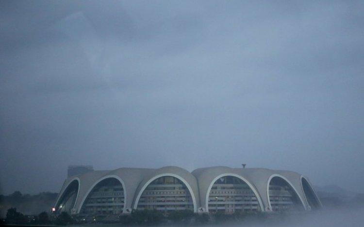 А это — Стадион Ныннадо имени Первого мая, самый большой по вместительности стадион мира, он рассчитан на 150 000 зрителей архитектура, здание, красота, мире, северная корея