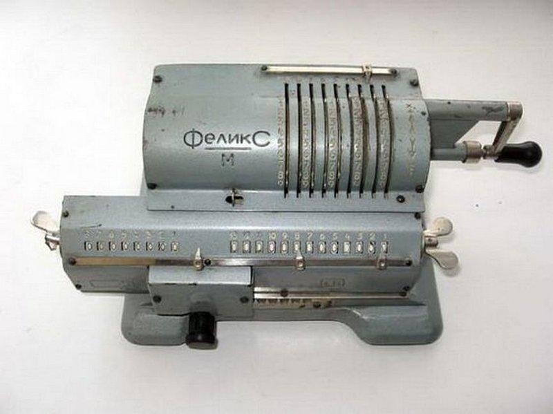 «Феликс» — самый распространённый в СССР арифмометр. Назван в честь Феликса Дзержинского. Выпускался с 1929 по 1978 годы общим тиражом несколько миллионов машин. Всего было создано более двух десятков модификаций арифмометра. Вещи и механизмы, Приметы прошлого, СССР