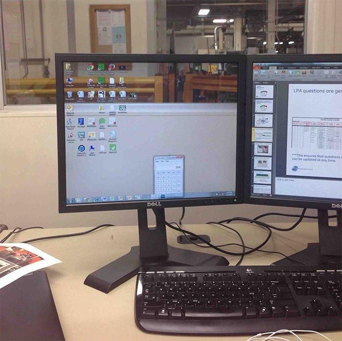 Взгляд сквозь монитор  заставка, идея, монитор, обои, подборка, рабочий стол, фон, фотография