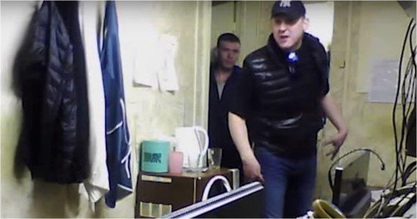 Агрессивный мужчина избил диспетчеров такси из-за хамства ...