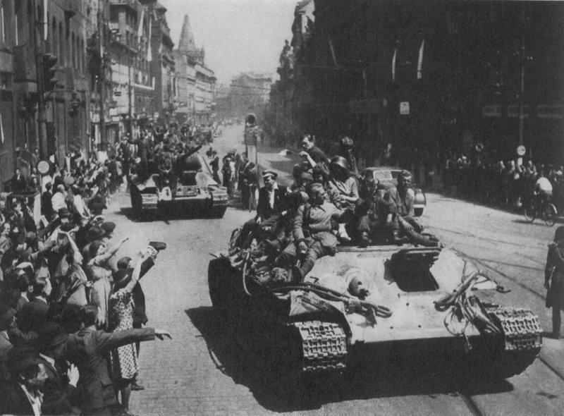 Кстати, о танках в Праге Захар Прилепин, прага, танк