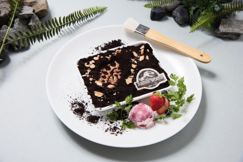 Ископаемый торт - с кистью для добычи вкусных костей динозавров. блюда, еда, кафе, кино, креатив, мир юрского периода, ресторан, япония