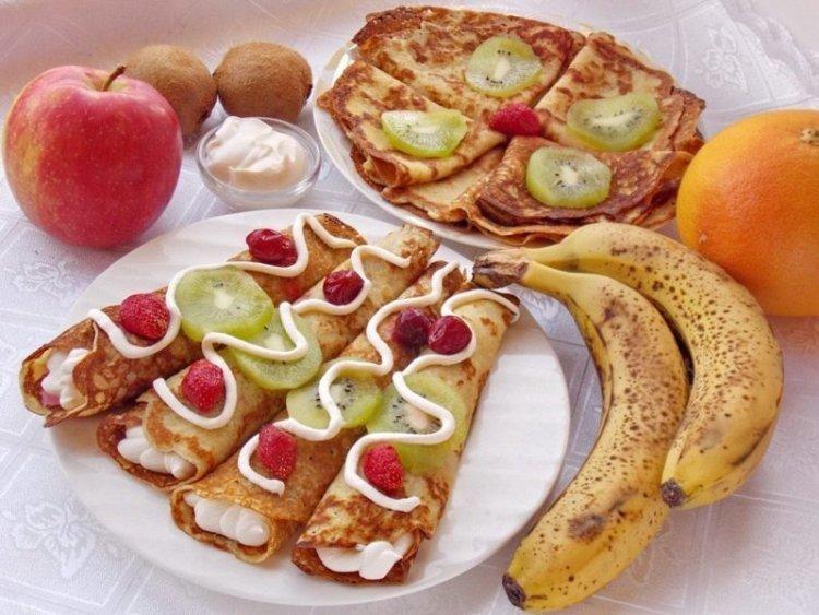 Блинчики с фруктами. Вообще все просто - делаем блинчики и заворачиваем в них любые фрукты еда, красота, летнее настроение, простые рецепты, фрукты