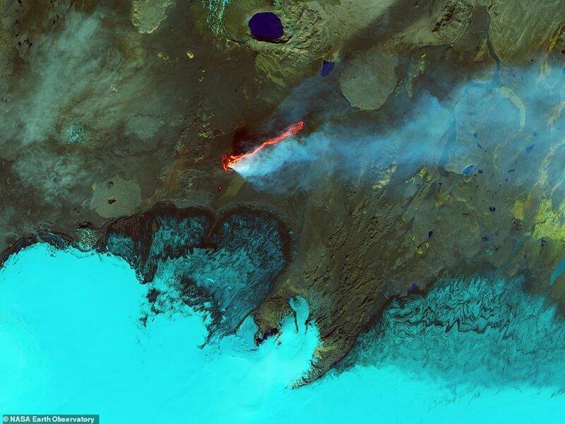 Исландиядағы лава кен орнында, қыркүйек 2014 ж., Landsat 8 жерсерігінен суреттеу