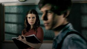 'A Teacher' denuncia relação ilegal entre professora e aluno em minissérie