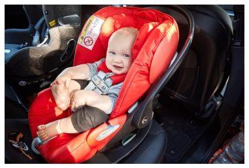 bebé en asiento color rojo, gadget