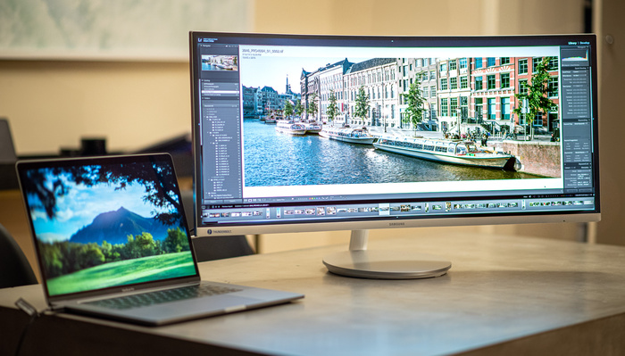 This Samsung Ultra-Wide Proves Curved Screens Are More Than a Gimmick