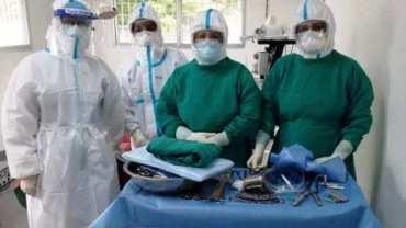 शल्यक्रियामा सहभागी चिकित्सक र नर्सहरु