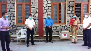 पोखरालाई चीनको कुनमिङ सहरले पठायोे स्वास्थ्य सामाग्री