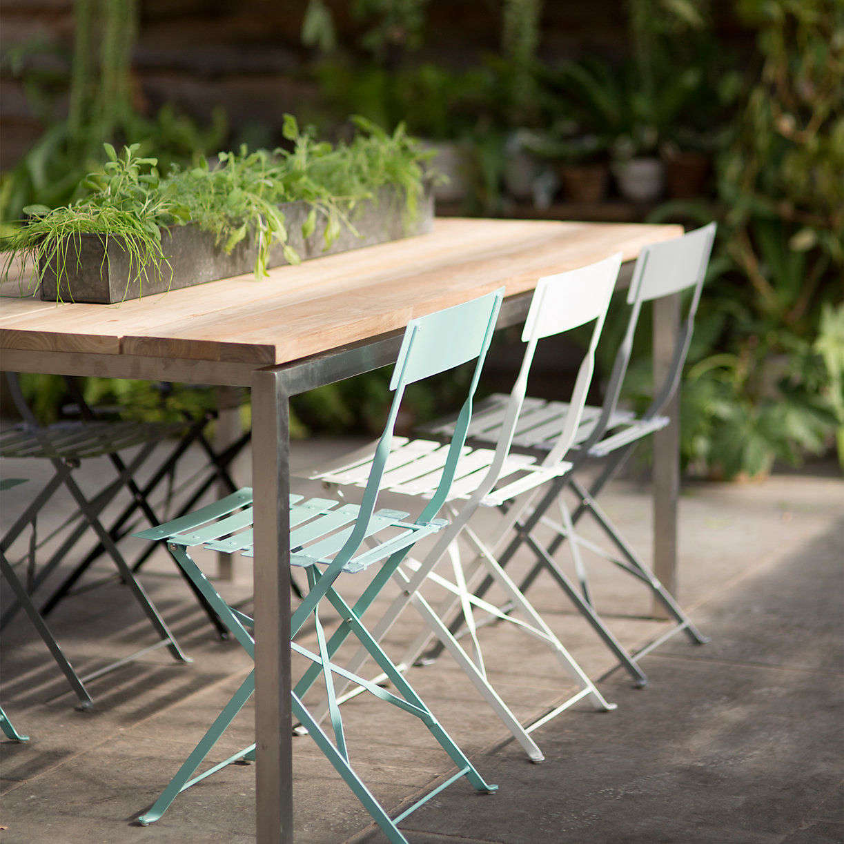10 Easy Pieces Outdoor Dining Chairs In Pastel Colors