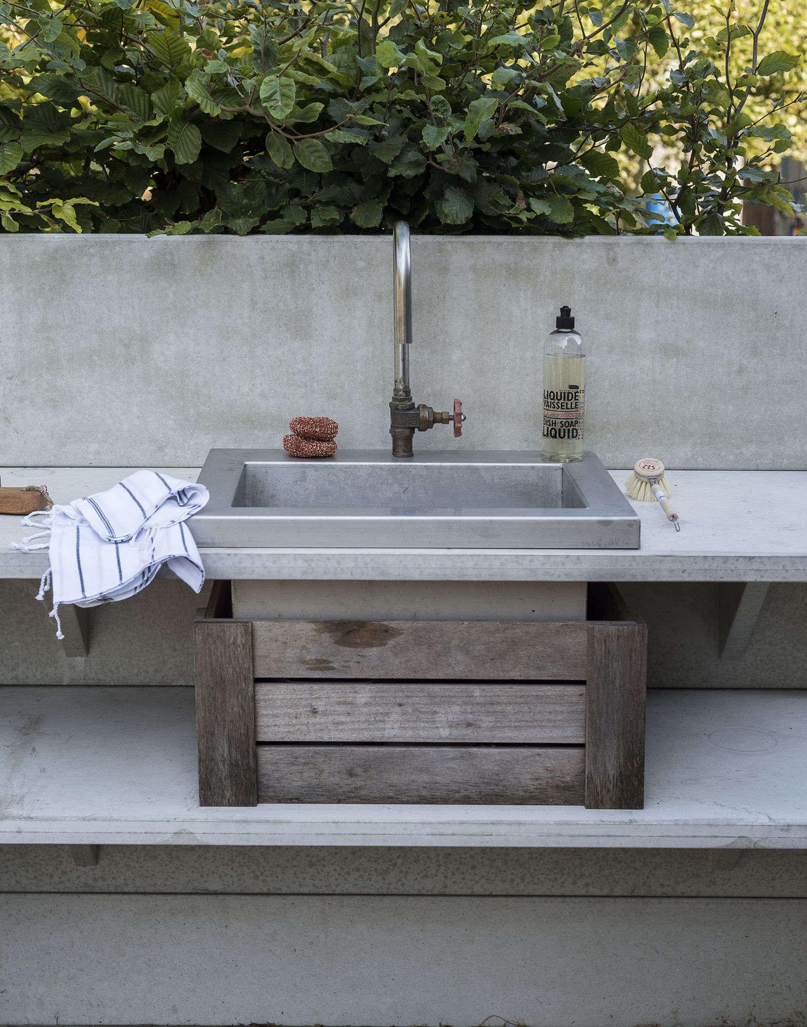 10 Easy Pieces: Outdoor Work Sinks - Gardenista on Outdoor Patio Sink id=95252