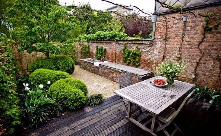The Cult of the Courtyard: 10 Backyard Ideas for Small ... on Courtyard Patio Ideas id=59677