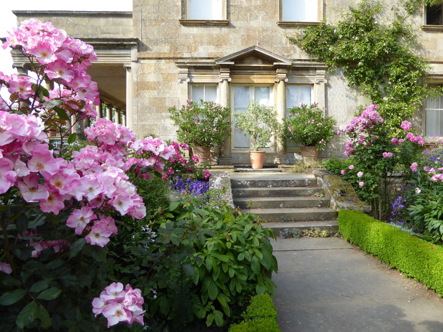 10 Ideas to Steal from the Romantic Gardens at Kiftsgate ... on Romantic Patio Ideas id=12503