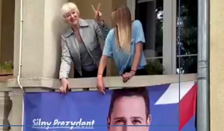Kaczyński będzie mógł podziwiać piękny baner przez okno swojego domu