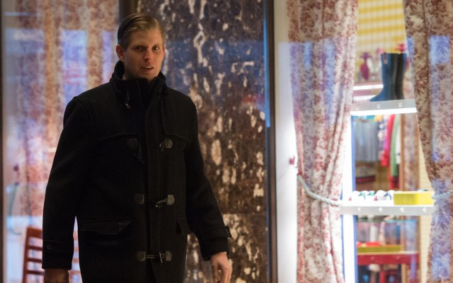 Eric Trump arrives to Trump Tower for meetings with President-elect Donald Trump on December 16, 2016 in New York.  / AFP PHOTO / Bryan R. Smith