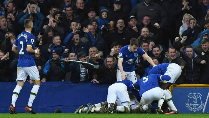 Everton's English midfielder Tom Davies celebrates with teammates after scoring their third goal during the English Premier League football match between Everton and Manchester City at Goodison Park in Liverpool, north-west England on January 15, 2017. Paul ELLIS / AFP