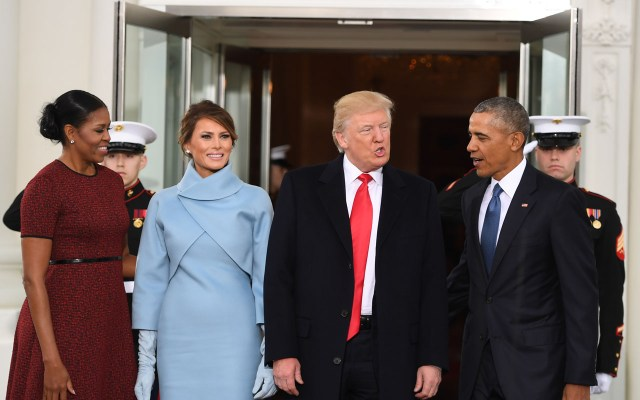 US President Barack Obama(R) and First Lady Michelle Obama(L) welcome Preisdent-elect Donald Trump(2nd-R) and his wife Melania to the White House in Washington, DC January 20, 2017.  / AFP PHOTO / JIM WATSON