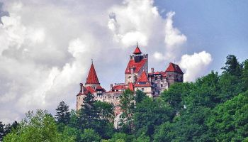 A Seattle software engineer is crowdfunding a full-scale, 3D-printed replica of Dracula's castle