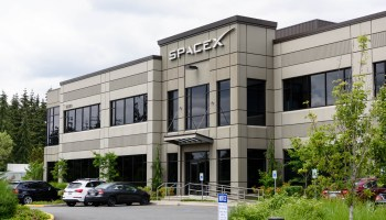 SpaceX's broadband internet satellite plan reportedly runs into opposition