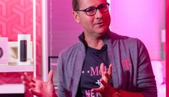 GeekWire峰会:T-Mobile的CEO迈克·希沃特头条我们的签名活动的最后一天