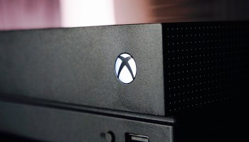 Issue with Xbox Live creates panic amid Xbox One users as consoles show black screen during sign-in