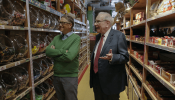 This is sweet: Bill Gates and Warren Buffett get nostalgic in stroll through old candy store