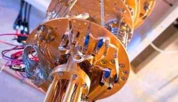 Quantum computer hardware