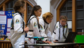 Kids re-enact moon landing in robot challenge at Univ. of Washington  — and win trips to NASA sites