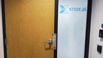 Xnor door