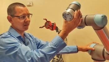 100万美元的拨款将帮助研究人员探索使用机器人蜜蜂为农作物授粉