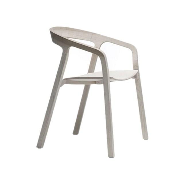 La sedia in frassino She Said di Studio Nitzan Cohen per Mattiazzi costa 607 euro invece di 868 su MadeinDesign.com
