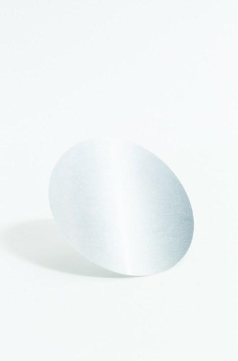 Una lattina di aluminio di Coca Cola prima della pressione nello stampo