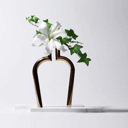 Vasi e contenitori per fiori di design e di alta qualità, molto decorativi e bellissimi sia come contenitori per fiori e piante, artificiali o recisi,. Vasi Arredare Con I Fiori Casa Design