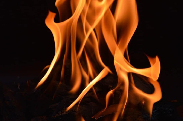 Man sets leg of fetish priest ablaze in Upper West Region for sleeping with his wife